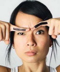 Ошибка макияжа «Прочерченные карандашом брови»