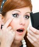 Ошибка макияжа «Скопление теней в складках глаз»