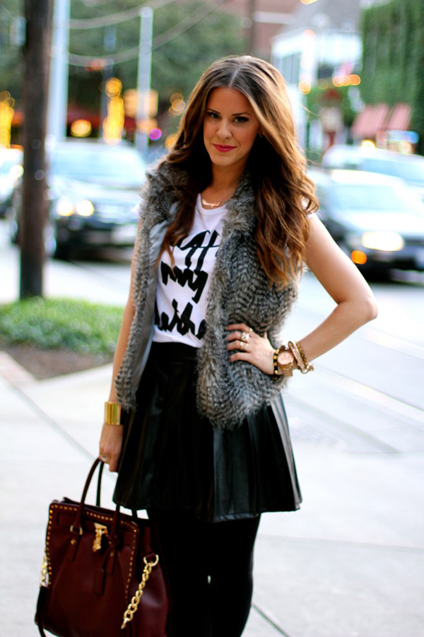 Кожаная юбка и жилетка фото