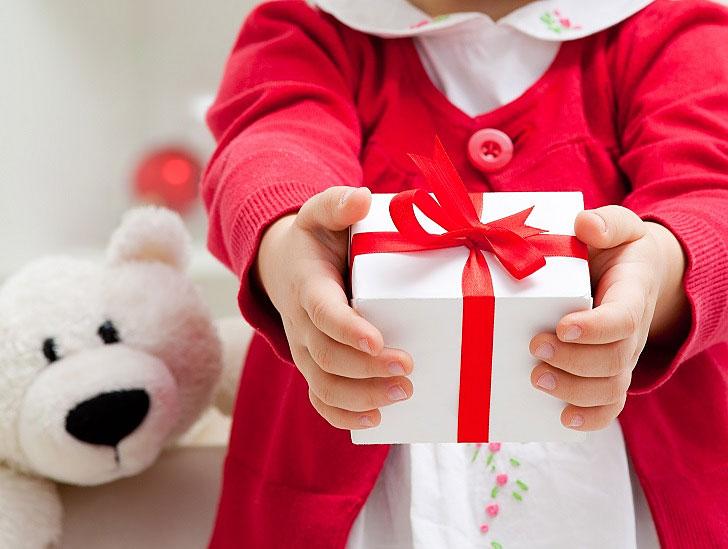 Подарки детям от организации 81