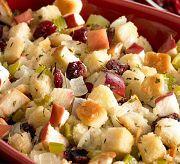Салат с яблоком, сухариками и клюквой