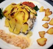 Морской лещ с картофелем и соусом из креветок