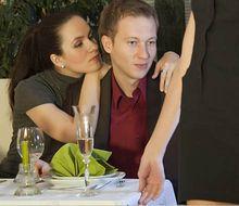 Что делать, если мужчина засматривается на других женщин